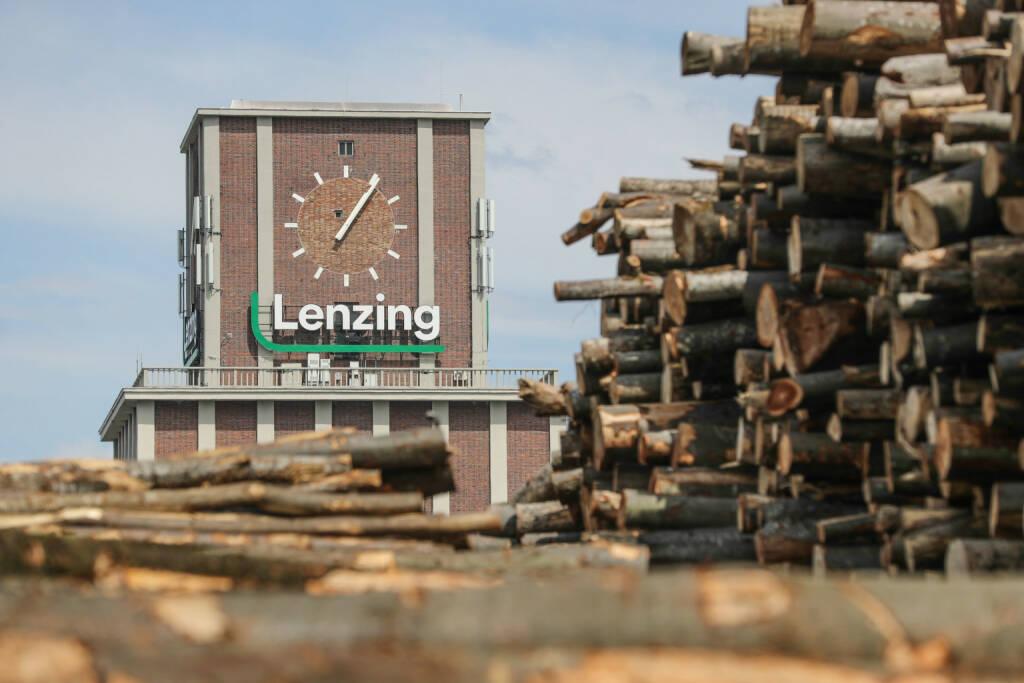 Lenzing AG, Holz, Fasern, Uhr, Credit: Lenzing Foto: Franz Neumayr     8.5.2018, © Aussender (28.01.2019)