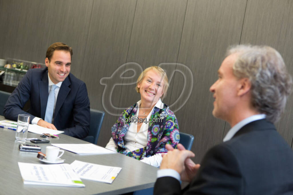 Philipp Arnold, Heike Arbter (RCB), Christian Drastil (CD Comm.), Fachhefte (c) Martina Draper  (15.12.2012)