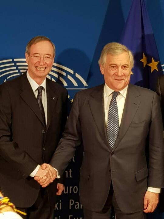 Der Präsident der Europäischen Wirtschaftskammern EUROCHAMBRES, Christoph Leitl, und der Präsident des Europäischen Parlaments, Antonio Tajani, haben ein Memorandum für eine Partnerschaft im Vorfeld der Europawahlen unterzeichnet. Die Partnerschaft wird durch das EUROCHAMBRES Netzwerk von über 800 Wirtschaftskammern in der gesamten EU dazu beitragen, die Europäer im Vorfeld der Europawahlen verstärkt zu informieren. Credit: WKÖ
