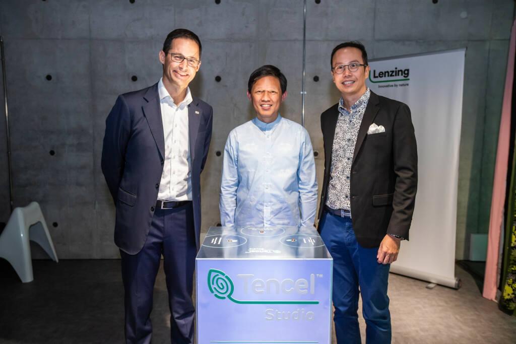 Lenzing eröffnete mit TENCELTM Studio Center für Mode-Designer in Singapur mit Singapurs Handels- und Industrieminister Chan Chun Sing, Lenzing-CEO Stefan Doboczky, Credit: Lenzing, © Aussendung (04.02.2019)