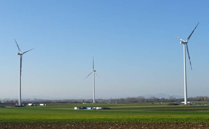 EVN: Nach einer planmäßigen Bauzeit von sieben Monaten startet der neue Windpark Au am Leithaberge seinen Betrieb. Mit einer Gesamtleistung von knapp 18 MW liefern die fünf modernen Windkraftanlagen von nun an 100% erneuerbaren Strom für über 10.000 Haushalte in der Region. Credit: EVN