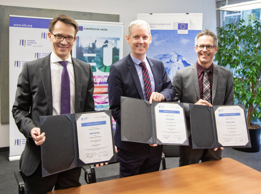 EIB stellt Zumtobel Group insgesamt 80 Millionen Euro zur Verfügung v.l.n.r.: Thomas Tschol, CFO Zumtobel Group,  Andrew McDowell, EIB Vice-President, Christian Hogenmüller, Head of Corporate Treasury Zumtobel Group  -   Fotocredit: Christophe Quirion Boerse Social Magazine Vienna, © Aussendung (12.02.2019)