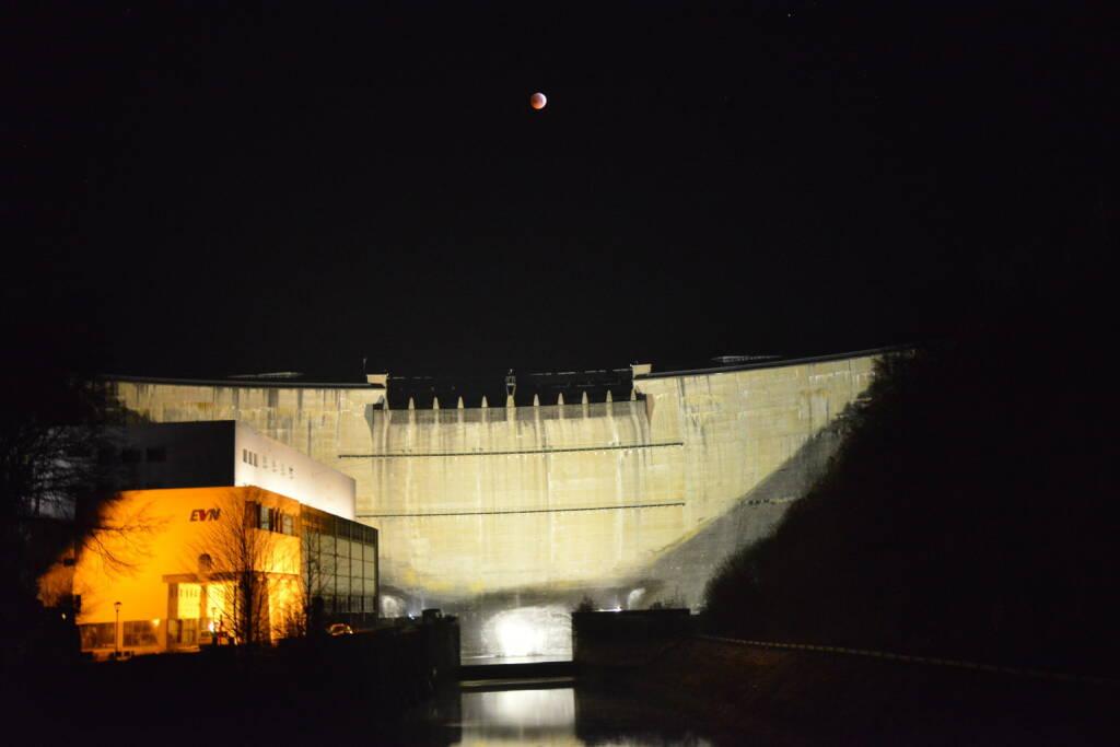 Mondfinsternis über EVN Speicherkraftwerk Ottenstein, Credit: EVN, © Aussender (13.02.2019)
