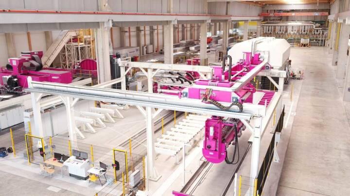 """Neu errichtete Plattierstation der AMAG. Sie ist Bestandteil des Standorterweiterungsprojekts """"AMAG 2020"""", das mit dem neuen Kaltwalzwerk sowie einer Vielzahl weiterer Finalanlagen einen Meilenstein für die Zukunft der AMAG setzt. Credit: Amag"""