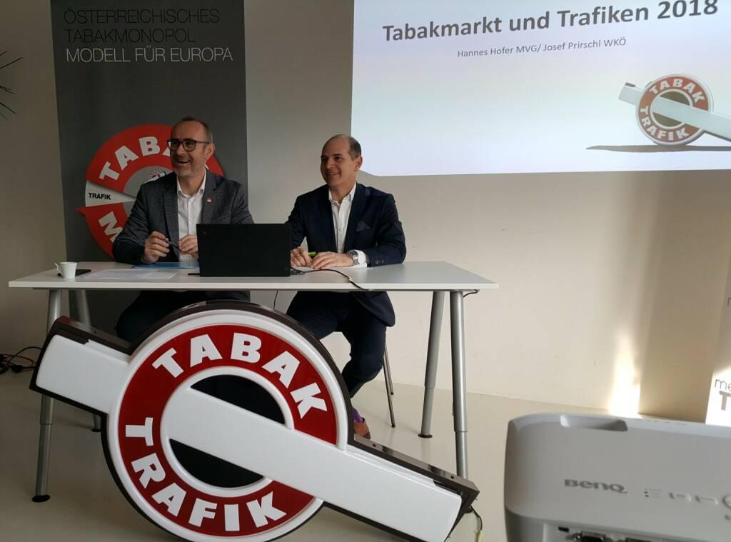 Zufrieden mit der Entwicklung des Tabakmarktes und der Trafiken im Jahr 2018 zeigten sich Mag. Hannes Hofer, Geschäftsführer der Monopolverwaltung GmbH (MVG), und Josef Prirschl, Obmann des Bundesgremiums der Tabaktrafikanten in der Wirtschaftskammer Österreich (WKÖ). In Österreich gibt es mit Stand Jänner 2018 insgesamt 5.457 Trafiken; davon werden 2.386 als Tabakfachgeschäfte und 3.071 als Tabakverkaufsstellen geführt. Fotocredit:MVG, © Aussender (21.02.2019)