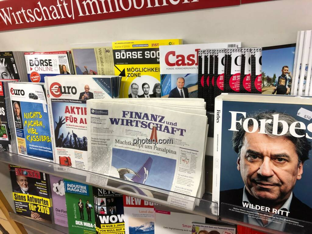 Börse Social Magazine #25, Kiosk, Morawa, Gregor Rosinger, Christoph Moser, Henriette Lininger, Stefan Pierer (KTM) Forbes http://boerse-social.com/magazine, © photaq.com (02.03.2019)