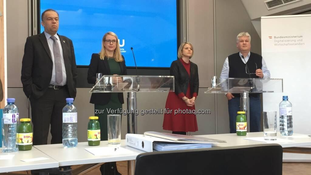 Meinhard Lukas, Margarete Schramböck, Martina Mara, Sepp Hochreiter im BM f. Digitalisierung und Wirtschaftsstandort 5.3.19 (05.03.2019)