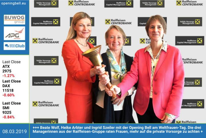 8.3.: Beate Wolf, Heike Arbter und Ingrid Szeiler mit der Opening Bell am Weltfrauen-Tag. Die drei Managerinnen aus der Raiffeisen-Gruppe raten Frauen, mehr auf die private Vorsorge zu achten. https://www.valida.at  http://www.rcb.at http://rcm.at  https://www.facebook.com/groups/GeldanlageNetwork