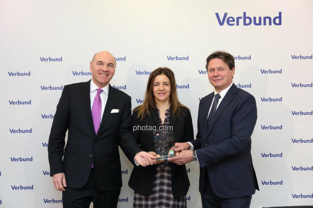 Peter Kollmann (Verbund), Christine Petzwinkler (BSN), Wolfgang Anzengruber (Verbund) - Number One Awards 2018 - Kurs- & Umsatzplus im ATX Prime Verbund, © photaq (13.03.2019)