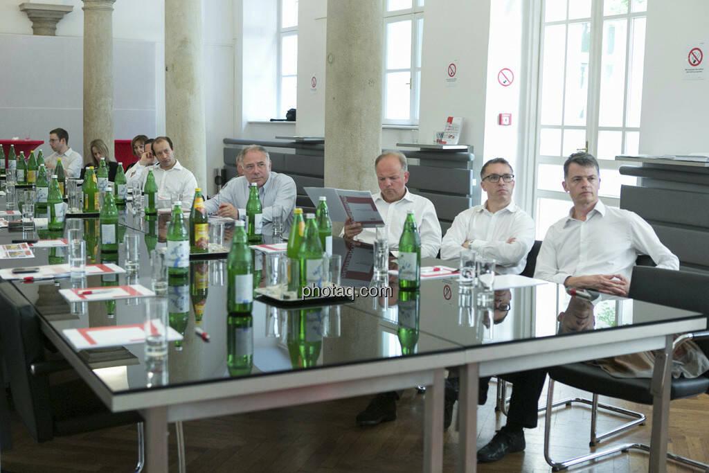 Lukas Stipkovich, Alfred Reisenberger, Fritz Erhart lauschen beim 5. Small Cap Day - Wiener Börse / C.I.R.A., © finanzmarktfoto.at/Martina Draper (20.06.2013)