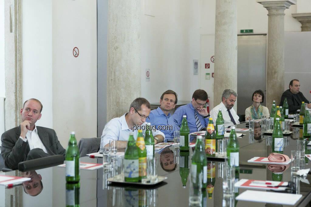 Hans Lang, Günther Artner, Thomas Irmler, Edith Franc & Co. lauschen beim 5. Small Cap Day - Wiener Börse / C.I.R.A., © finanzmarktfoto.at/Martina Draper (20.06.2013)