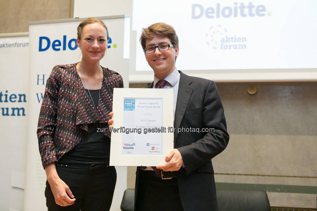 Platz 5 ging an H.I.G. für die Beteiligung an der St. Gilgen International School: Ulrike Haidenthaller (Aktienforum), Stanislaus Schmidt-Chiari (H.I.G. Europe), © Martina Draper für BE (20.06.2013)