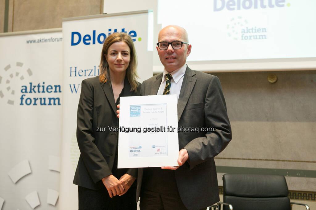 Platz 4 für Invest AG und Windhager Zentralheizung GmbH: Christine Petzwinkler (Börse Express/Venture Woche), Andreas Szigmund (Invest Ag), © Martina Draper für BE (20.06.2013)
