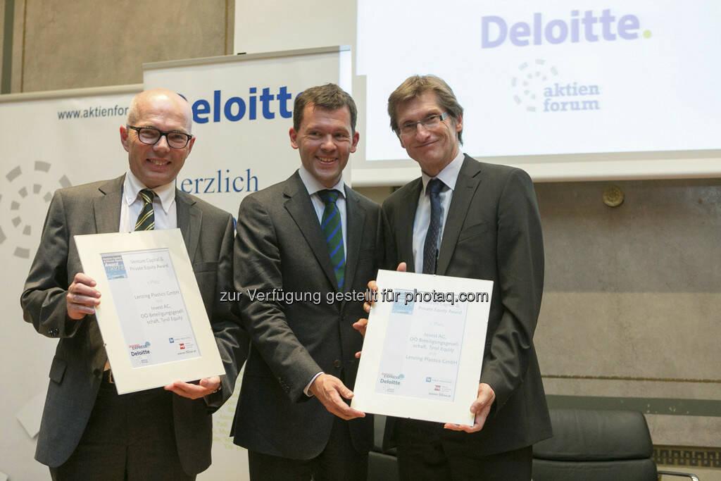 Platz 1 für Lenzing Plastics GmbH mit Invest AG: Andreas Szigmund (Invest AG), Florian Kranebitter (fwp), Johann Huber (GF Lenzing Plastics) v.li., © Martina Draper für BE (20.06.2013)