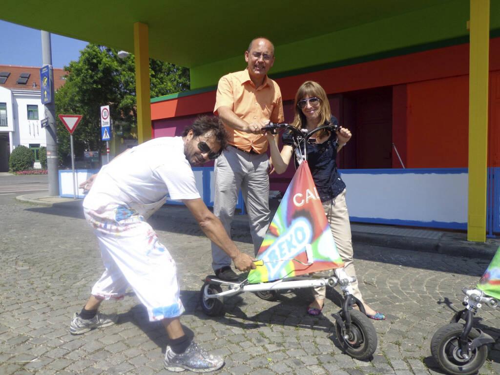 Künstler Markus Tripolt Robert Streibel (Dir. VHS Hietzing) und Melinda Busáné Bellér (PR&Communication Beko Holding), Copyright: beko_mbbeller (21.06.2013)