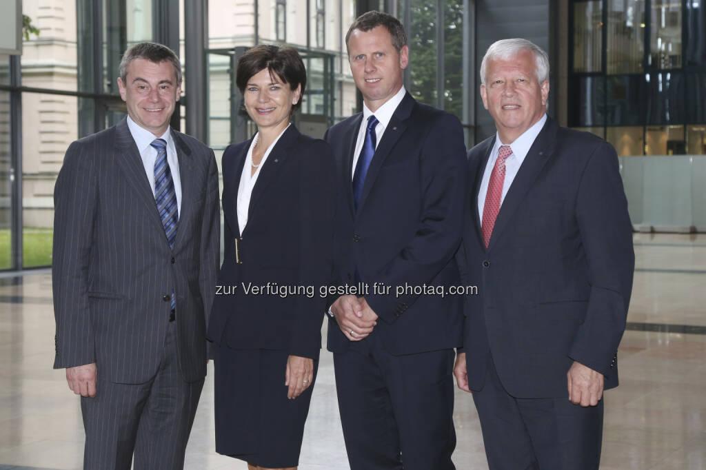 Veränderungen im Vorstand der RLB OÖ : Michaela Keplinger-Mitterlehner wird stellvertretende Vorstandsvorsitzende, Stefan Sandberger (2.v.re.) folgt Hans Schilcher, links CEO Heinrich Schaler  (24.06.2013)