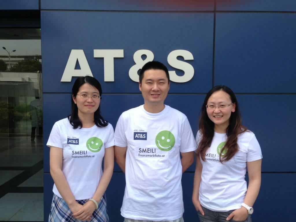 Shanghai Smeil! (bei AT&S in Shanghai sieht man, wie international ein Smeil ist, Shirt natürlich in der AT&S-Edition) (24.06.2013)