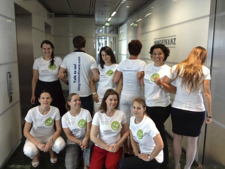 Immofinanz Smeil! U.a. mit Bettina Schragl, Karin Kernmayer, Simone Korbelius -  gebündelte Power Marketing, HR, IR und Corporate Communications (Shirt natürlich in der Immofinanz-Edition)