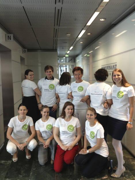 Immofinanz Smeil! U.a. mit Bettina Schragl, Karin Kernmayer, Simone Korbelius -  gebündelte Power Marketing, HR, IR und Corporate Communications (Shirt natürlich in der Immofinanz-Edition) (29.06.2013)