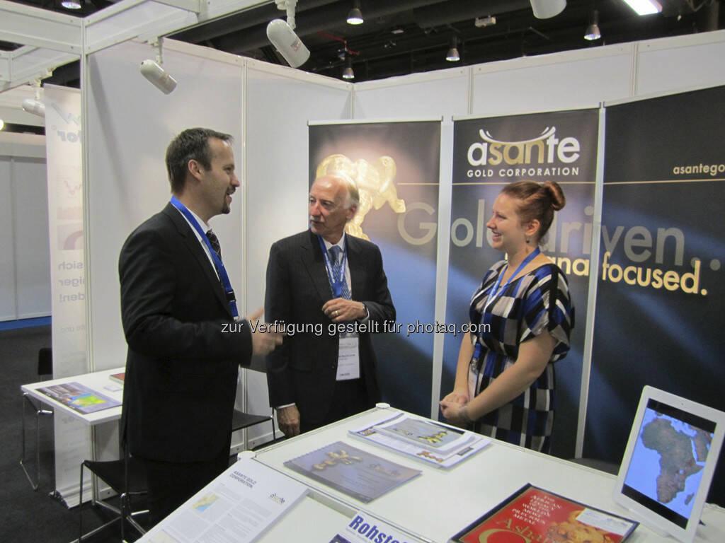 Douglas R. MacQuarrie und Francesca MacQuarrie von Asante Gold Corp. im Gespräch mit Joachim Brunner von IRW-Press und Smallcap-Investor, © IRW-Press (15.12.2012)