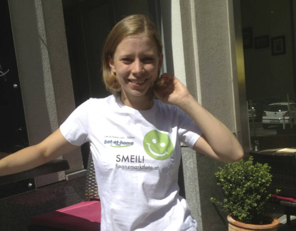 MotiWirtin Smeil Lisa Köhler (Shirt in der bet-at-home.com-Edition) (03.07.2013)