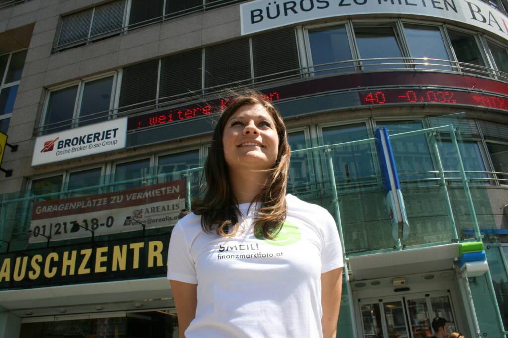 Broker Smeil! - Marija Nikic, Brokerjet mehr unter http://finanzmarktfoto.at/page/index/554 (03.07.2013)