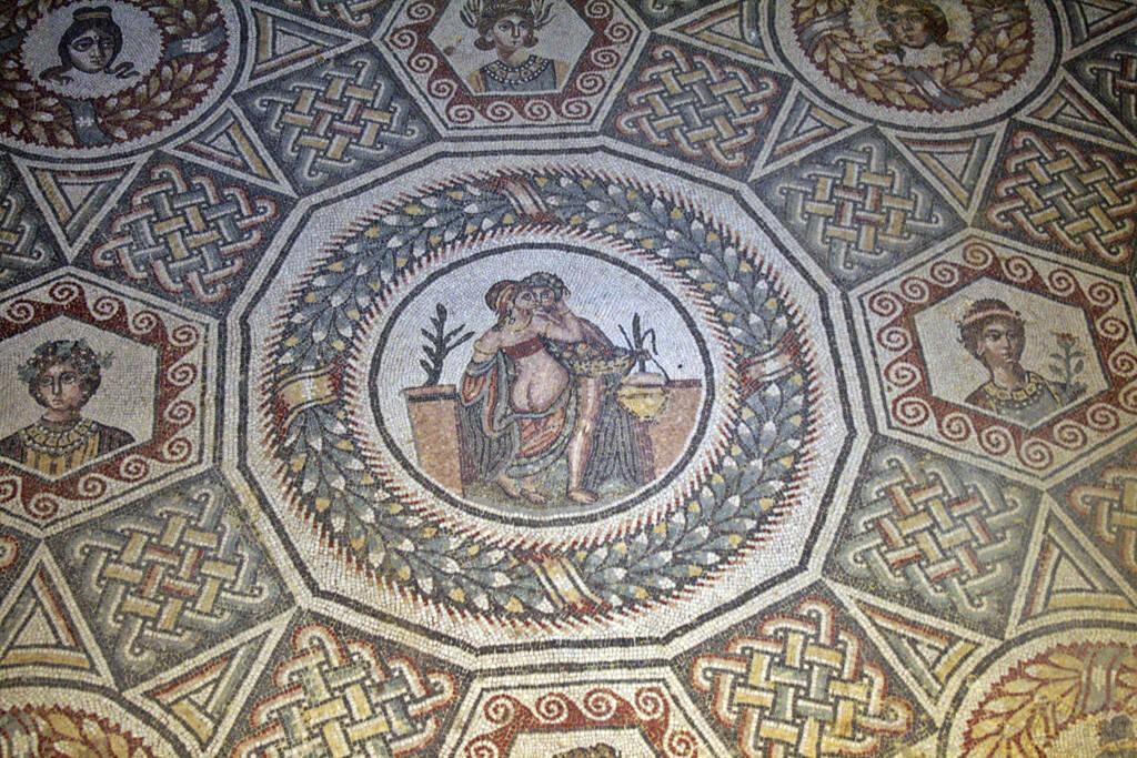 erotisches Bodenmosaik, römische Villa, Sizilien, © Gabriele Hartweger (05.07.2013)