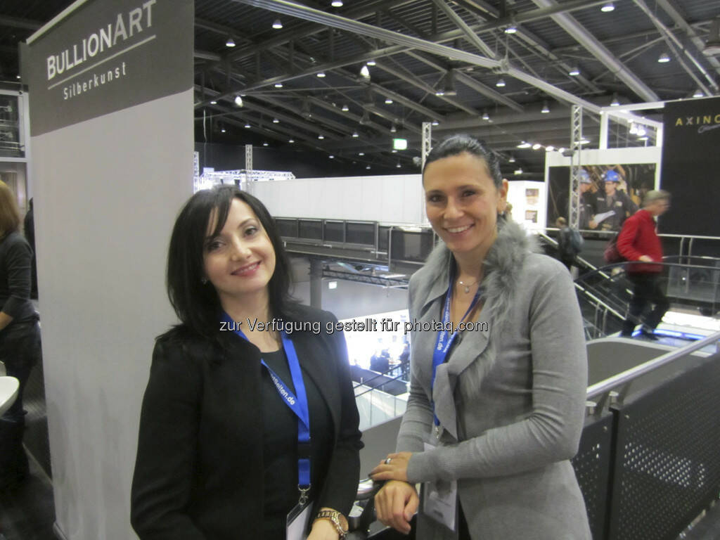 Liana Shahinian von der Manex Resource Group und Simone Korhonen von IRW-Press, © IRW-Press (15.12.2012)