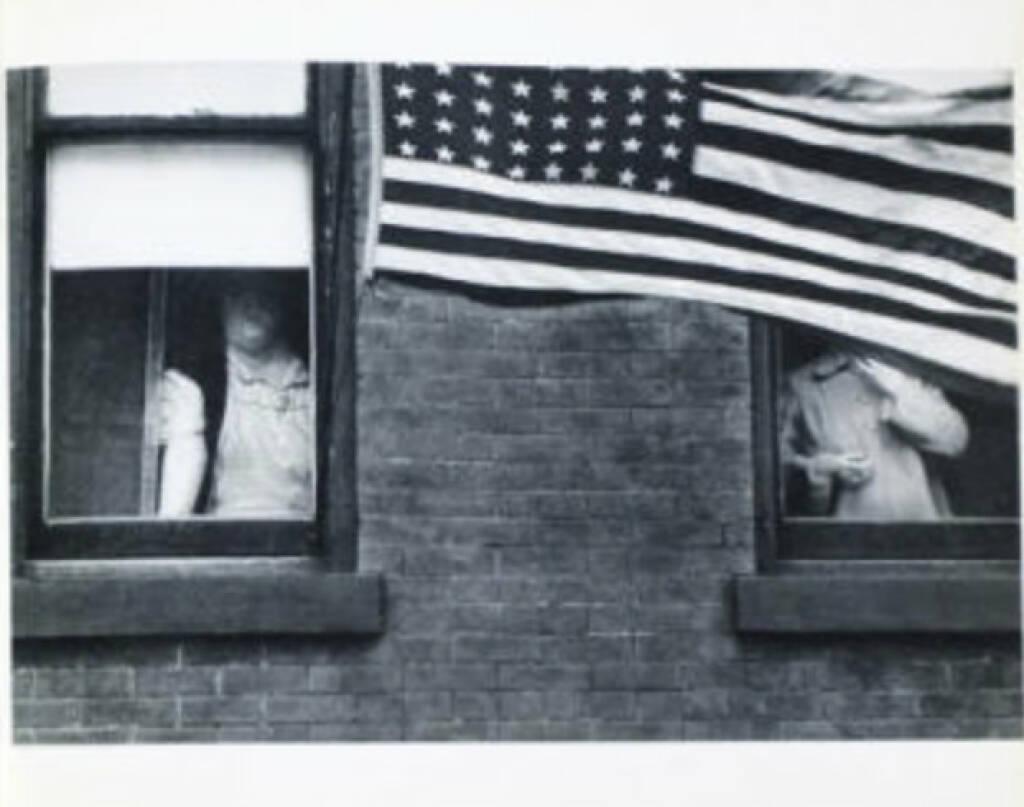 eine Seite aus Robert Frank - The Americans (US Flagge), Preis: 1500-3000 Euro ,http://josefchladek.com/book/robert_frank_-_the_americans (08.07.2013)