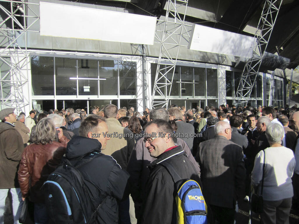 Gleich ist Einlass und dann wird die Messe gestürmt!, © IRW-Press (15.12.2012)