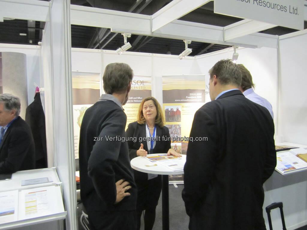 Mary Little von Mirasol ist immer eine gefragte Gesprächspartnerin!, © IRW-Press (15.12.2012)