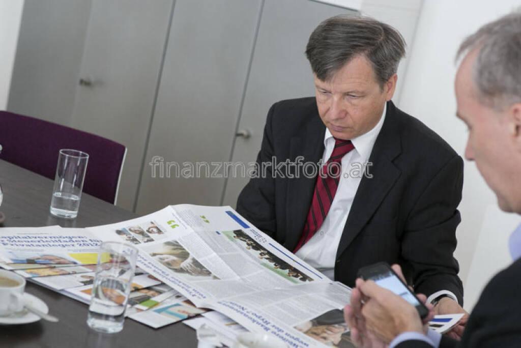 Heinrich Traumüller, BMF, mit den Fachheften, mehr unter http://finanzmarktfoto.at/page/index/546 (15.07.2013)