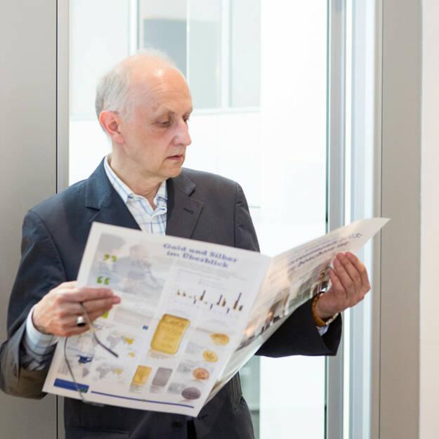 Anatal Eschelmüller liest das Sonderfachheft 2 Gold (c) Martina Draper für philoro (15.07.2013)