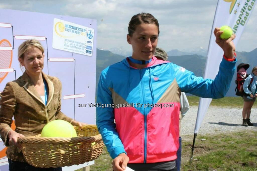 Turnierdirektorin Sandra Reichel, Andrea Petkovic — hier: Stubnerkogel - Bad Gastein, beim Nürnberger Gastein Ladies, Tennis - mehr unter https://www.facebook.com/GasteinLadies (17.07.2013)