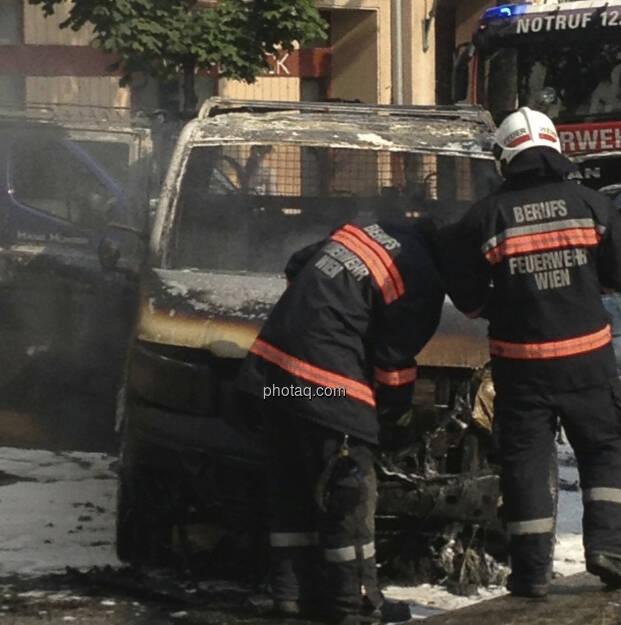 Ein Auto brennt in 1090 Wien völlig aus (19.07.2013)