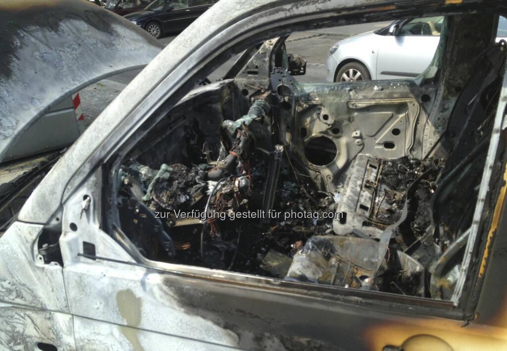 Ausgebranntes Auto (19.07.2013)
