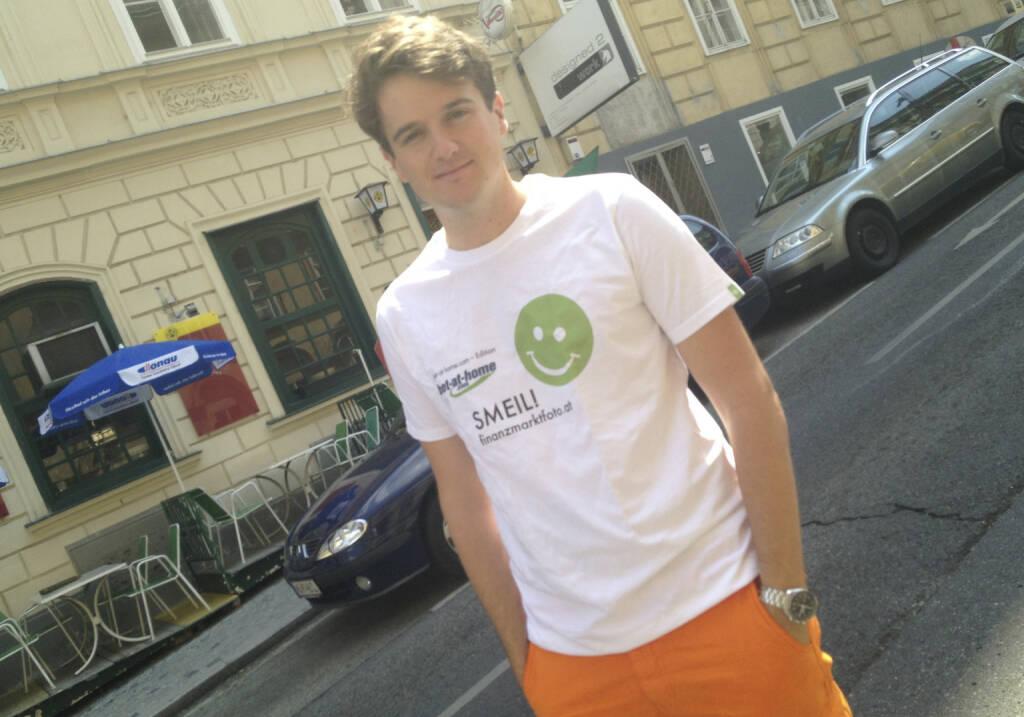 Twinni App Smeil! Maximilian Nimmervoll, Tailored Apps, mehr unter http://finanzmarktfoto.at/page/index/582 (Shirt in der bet-at-home.com-Edition) (19.07.2013)