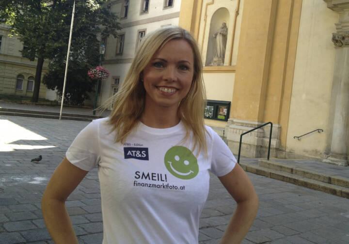 Übersetzer Smeil! Halla Gudrun Mixa, Transvox, mehr unter http://finanzmarktfoto.at/page/index/582 (Shirt in der AT&S-Edition)