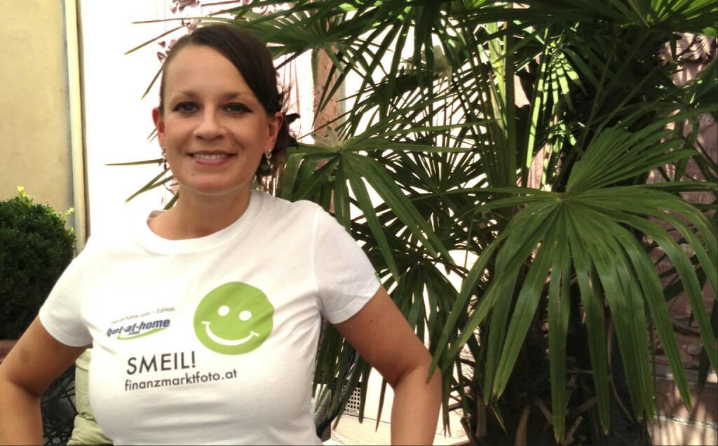 Wallstreet (Online) Smeil! Caro Detzer, mehr unter http://finanzmarktfoto.at/page/index/582 (Shirt in der bet-at-home.com-Edition) (19.07.2013)