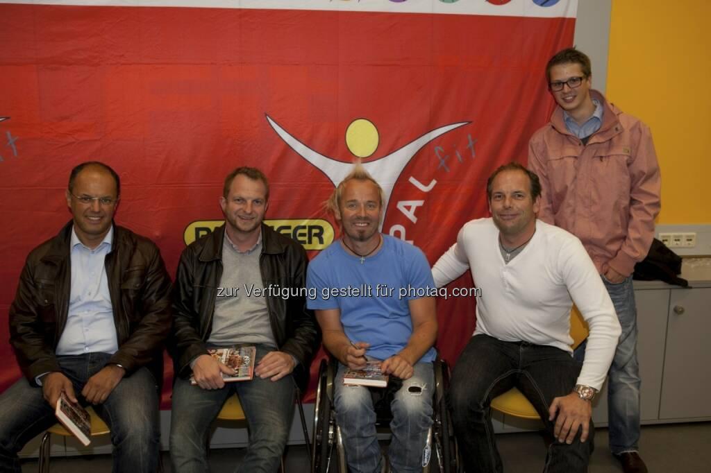 Thomas Geierspichler mit Palfinger-Mitarbeitern (c) Palfinger-Blog (22.07.2013)