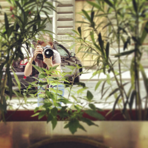 Martina Draper für die Fachheft-Sommergespräche, siehe http://martina-draper.at/2013/07/11/ein-_und_durchblick#bild_12022 bzw. http://finanzmarktfoto.at/page/index/569/im_talk_mit_isabella_de_krassny_und_karl_arco#bild_8110, © Martina Draper/Christian Drastil (26.07.2013)