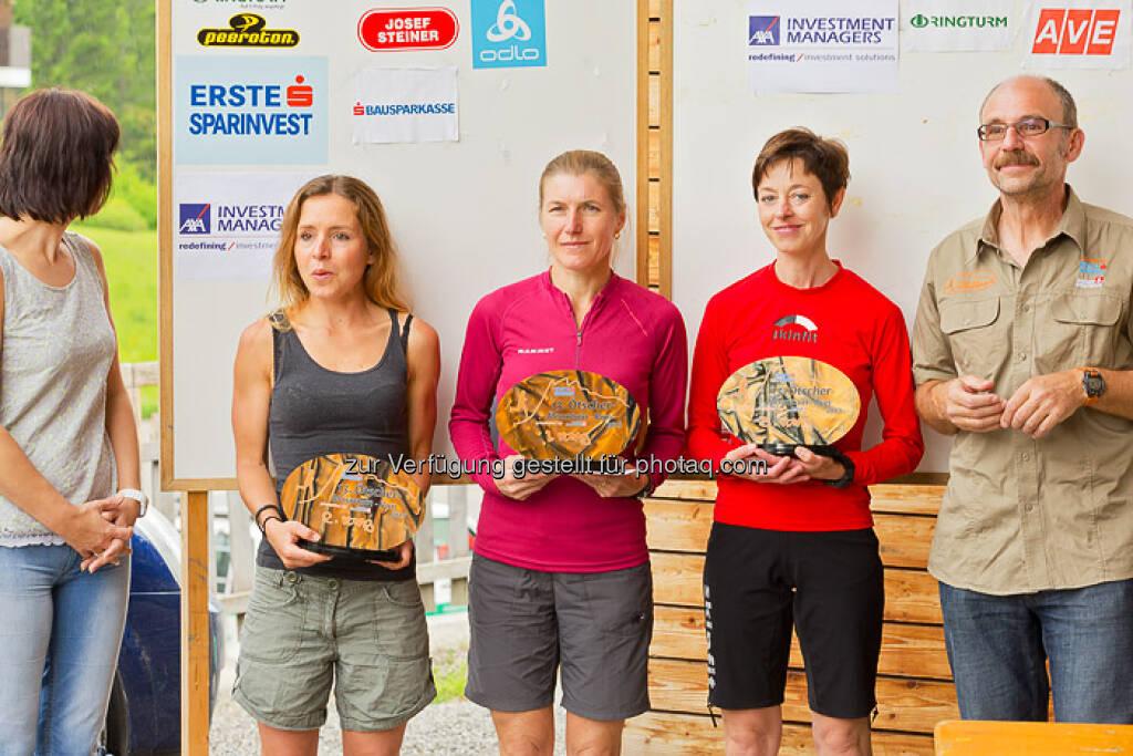 Siegerehrung Damen, Franz Gschiegl gratuliert, ESPA-Ötscher-Marathon 2013 , © Rainer Mirau (27.07.2013)