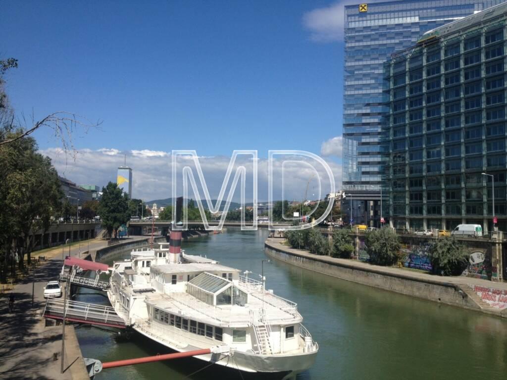 Donaukanal, Schiff, Raiffeisen, © www.martina-draper.at (31.07.2013)