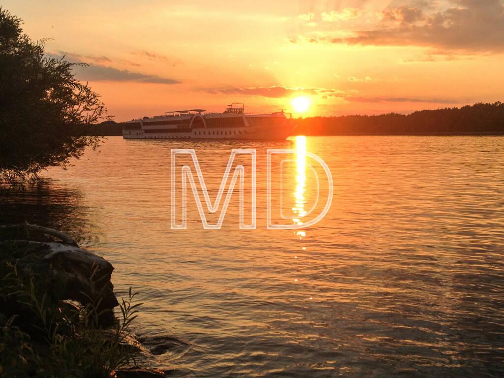 Schiff, Donau, Sonnenuntergang, © www.martina-draper.at (10.08.2013)