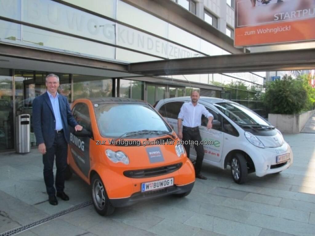 Gerhard Schuster (Geschäftsleitung Bewog) und Michael Herbek (Energiemanager der Bewog) mit Elektro-Fahrzeugen - mehr unter http://blog.immofinanz.com/de/2013/08/16/was-sich-die-buwog-bis-2020-vorgenommen-hat/ (16.08.2013)