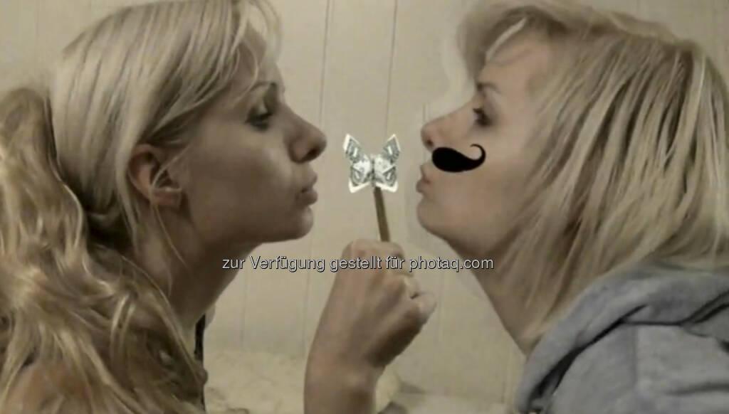 Julie Böhm x2, Geld, Schmetterling - ein Still aus https://vimeo.com/68766520 von Julie Böhm (17.08.2013)