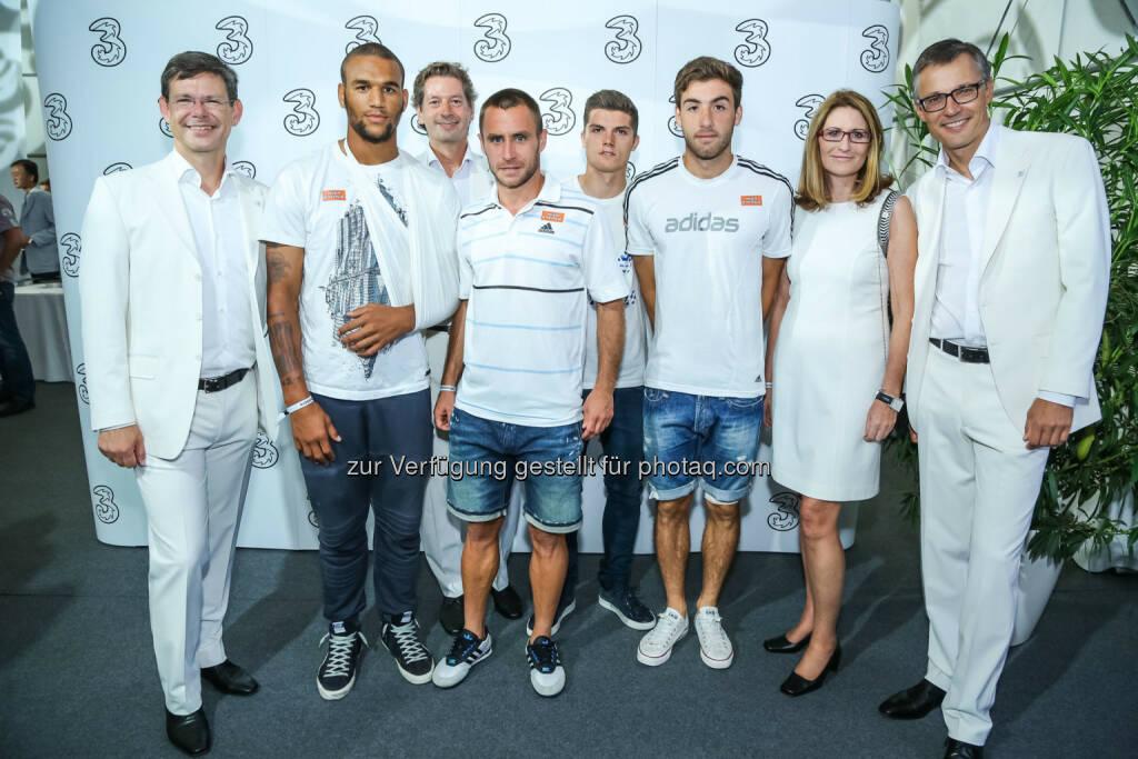 SK Rapid Stars Terrence Boyd, Steffen Hofmann, Marcel Sabitzer, Thanos Petsos mit 3 Geschäftsführung, © 3 (20.08.2013)