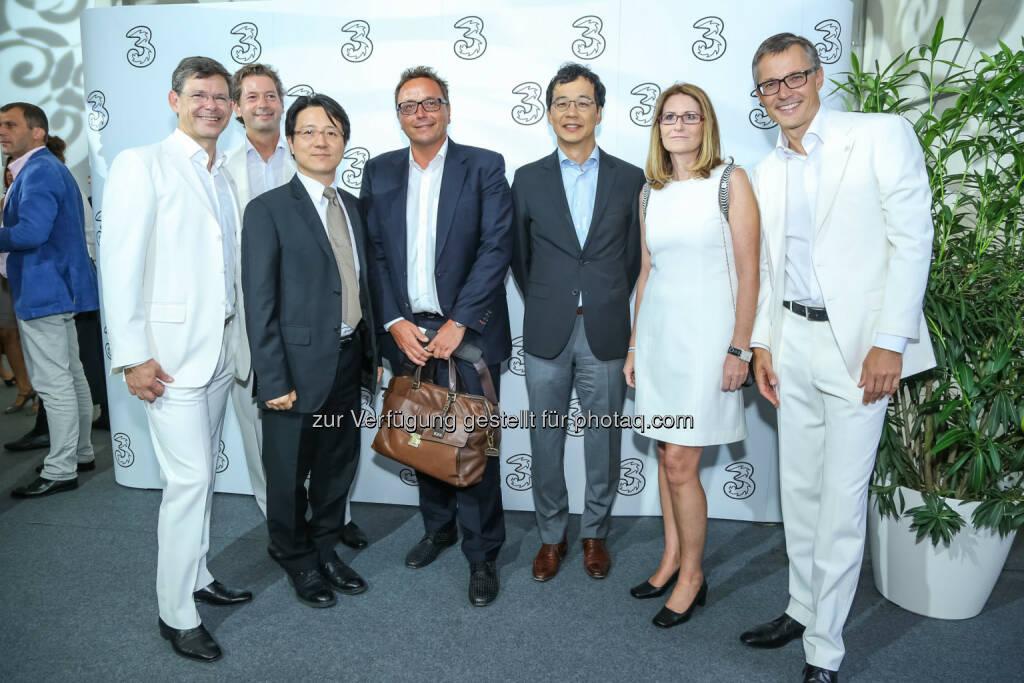 Martin Wallner und Jungsup Song von Samsung Electronics Austria mit 3 Geschäftsführung, © 3 (20.08.2013)