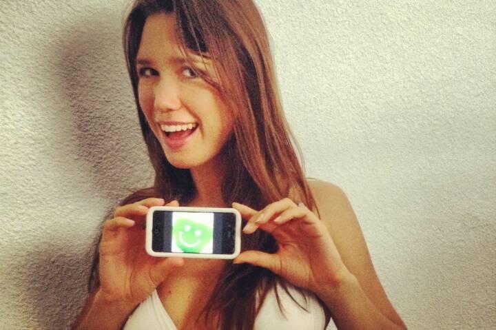 Download Smeil - Playmate Doris Kemptner für http://finanzmarktfoto.at/page/index/624 - wer schickt uns ebenfalls ein Foto mit kreativer Verwendung des Smeil Button? Der Button ist unter zentralfotosammelstelle@finanzmarktfoto.at anforderbar