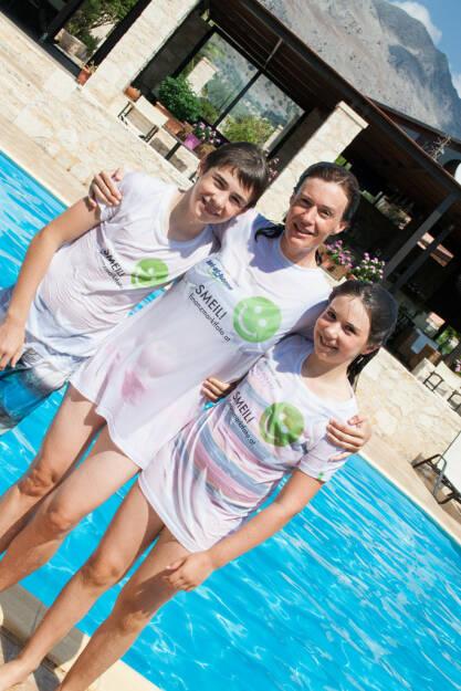 Familie Draper nach dem Poolsprung, Smeil!-Shirts in der bet at home und Immofinanz Edition, siehe auch http://finanzmarktfoto.at/page/index/629/family_smeil! (23.08.2013)